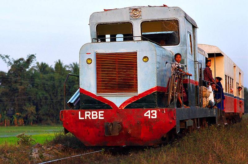 Regionalzug der Staatsbahnen von Myanmar