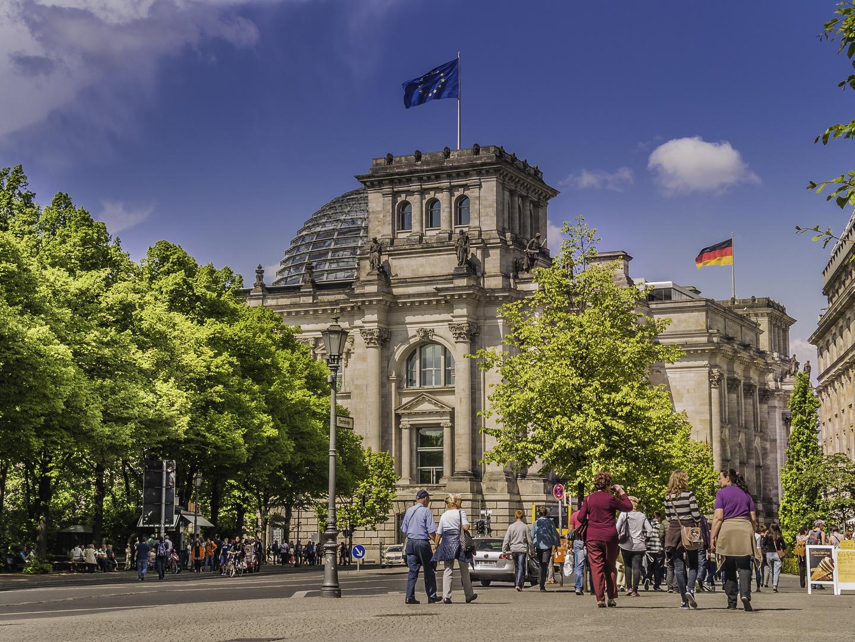 Reichstag Berlin von der rechten Seite