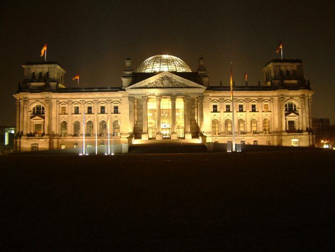 Reichstag in der Nacht