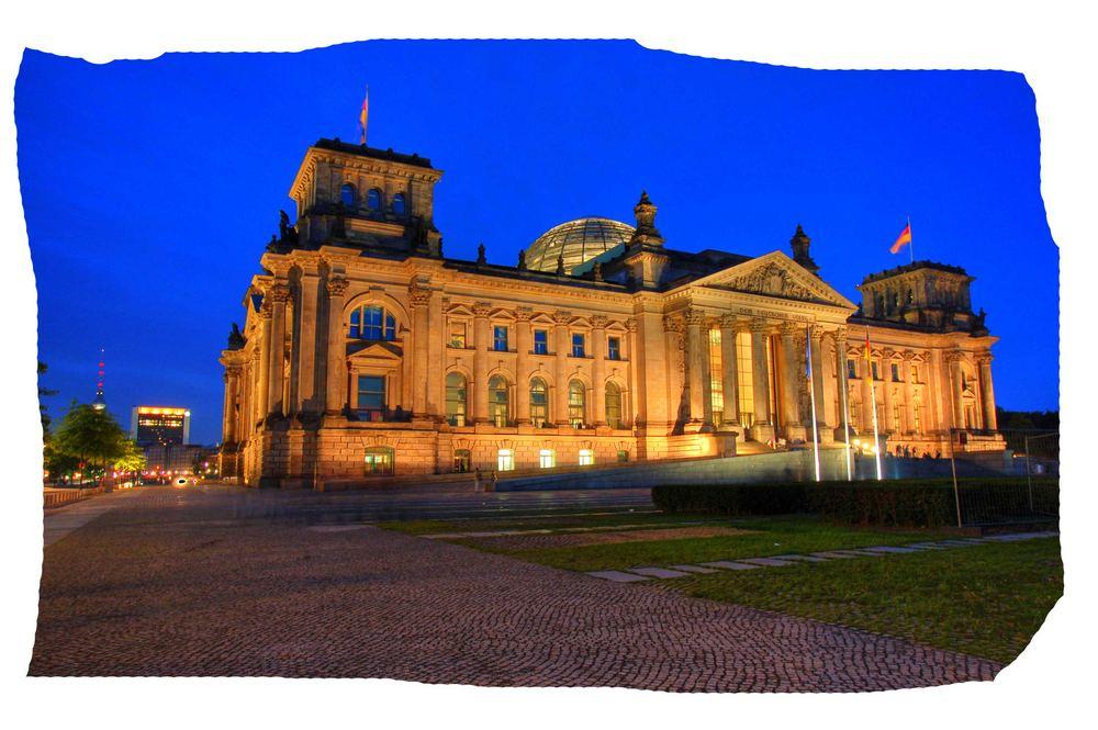 Reichstag zu Berlin bei Nacht ...