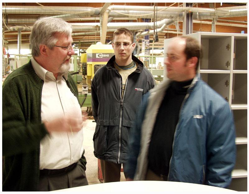Reinhard Nau in der Schreinerwerkstatt