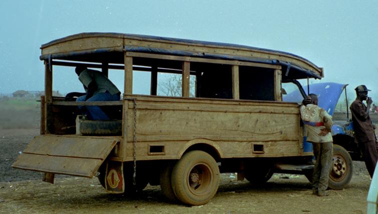 Reisebus am Volta