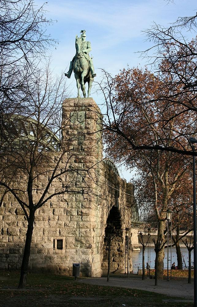 Reiterdenkmal vor der Hohenzollernbrücke (29.11.2011) (2)