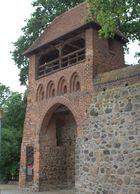 Rekonstruktion eines mittelalterlichen Wiekhauses in der Stadtmauer Neubrandenburgs