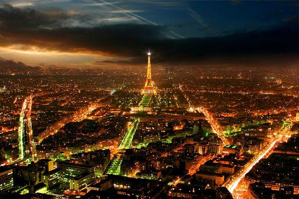 Reload: Paris bei Nacht mit Wahrzeichen