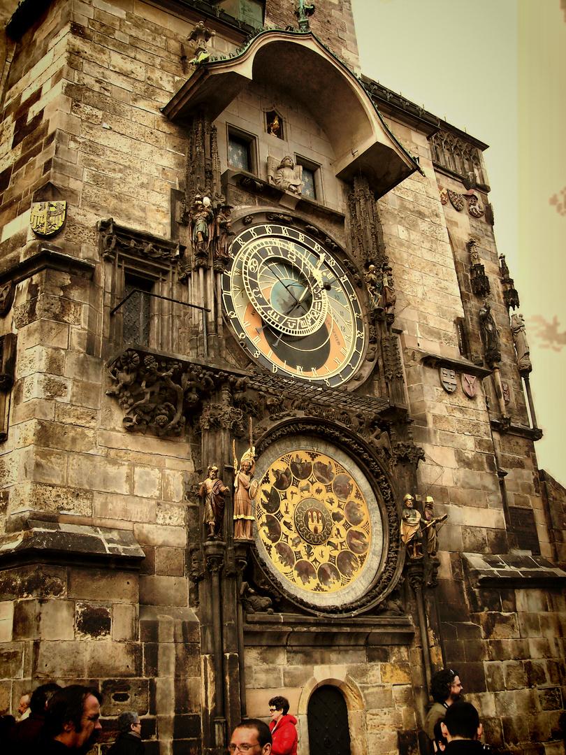 Reloj astronómico de la torre del antiguo Ayuntamiento de Praga