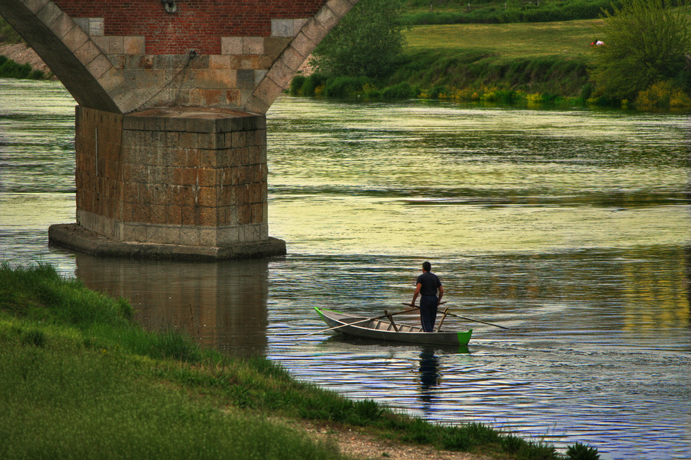 remando lungo il fiume