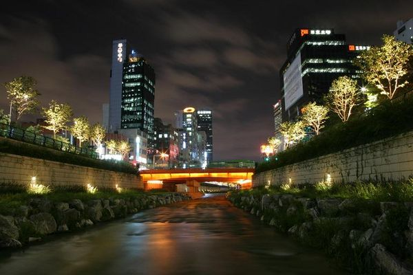Renaturierter Fluss Cheonggyecheon