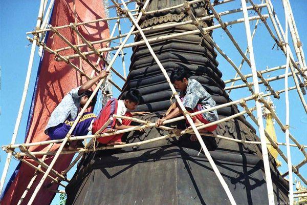 Renovierungsarbeiten in luftiger Höhe