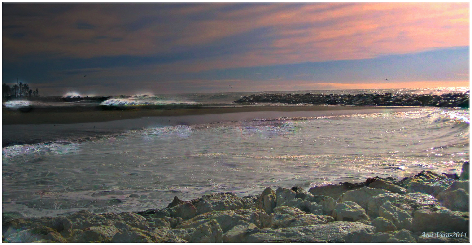 Resbala la luz sobre la playa
