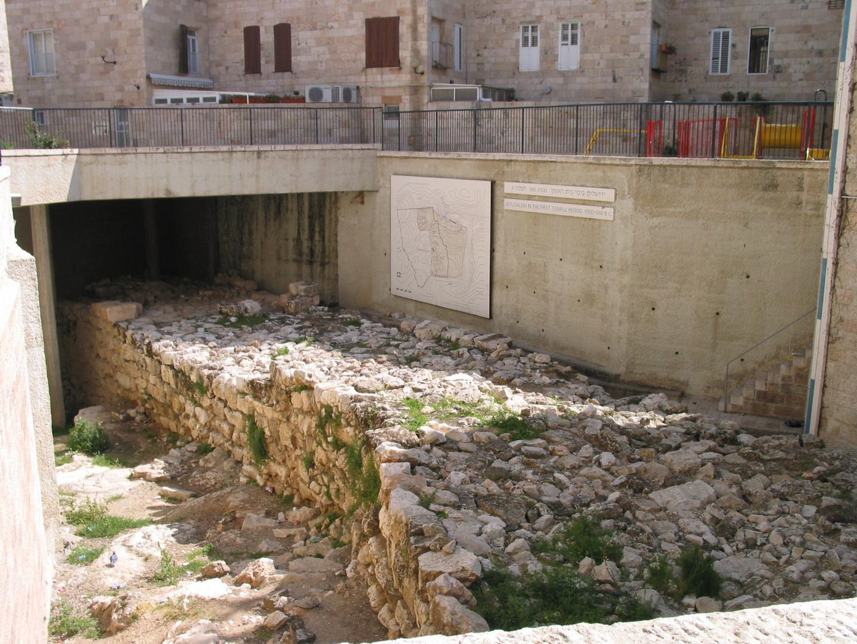 Rest der historischen Mauer in Jerusalem