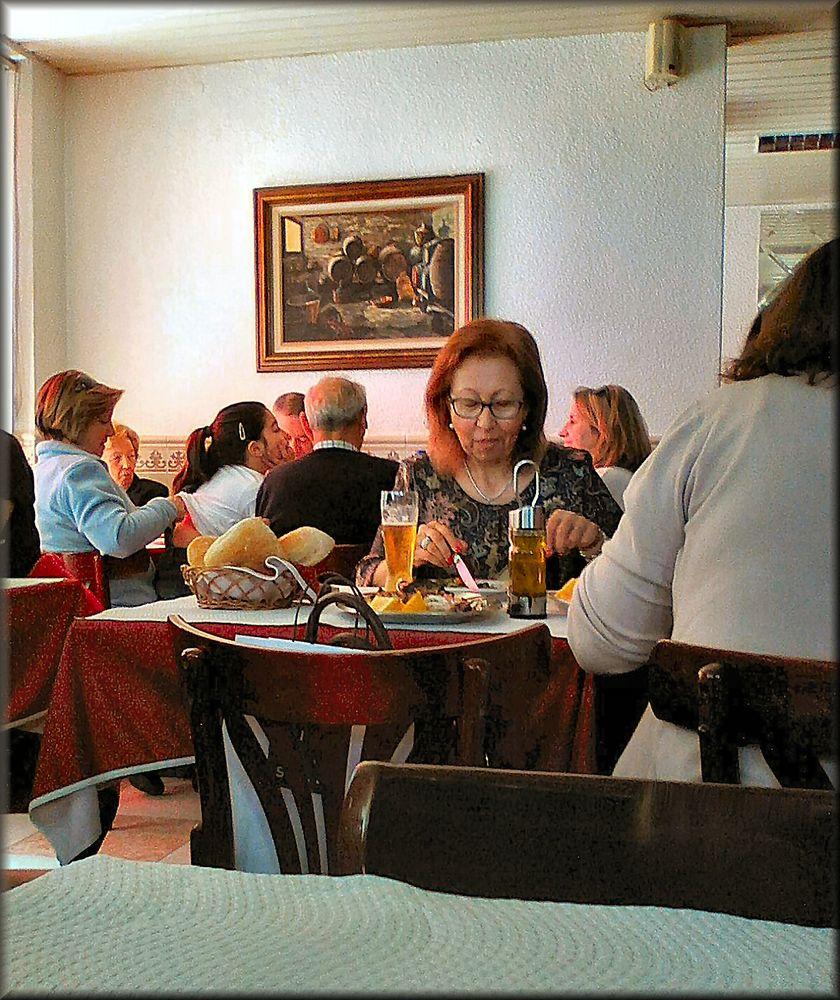 Restaurant scenes ... «Back massage at table».