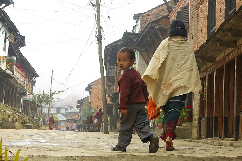 Retour de l'école, Bandipur (Népal)
