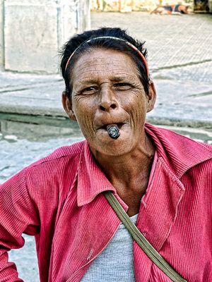 Retrato de mujer con tabaco