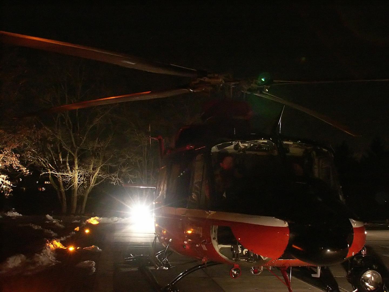 Rettungshubschrauber bei Nacht