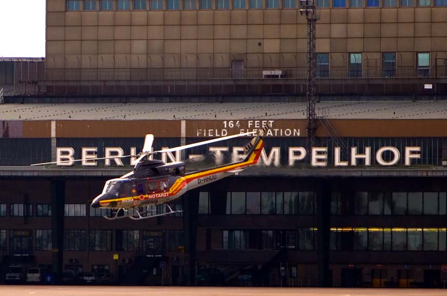 Rettungshubschrauber vor Tempelhof