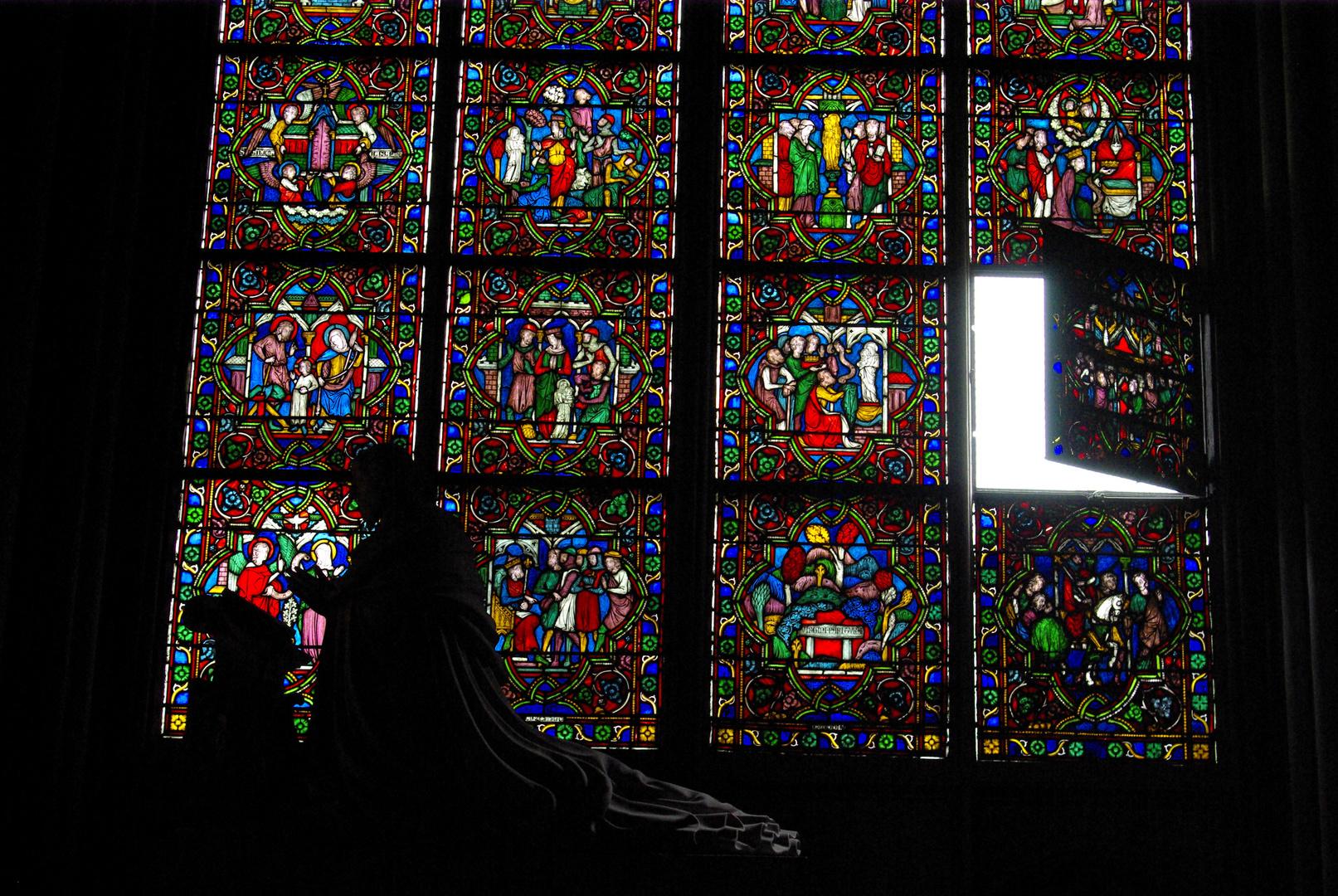 Rezando en Notre-Dame