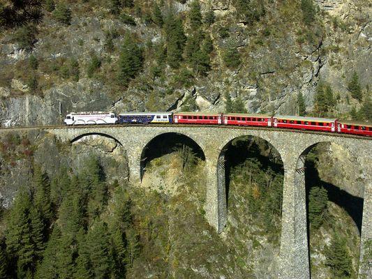 RhB auf dem Landwasser-Viadukt