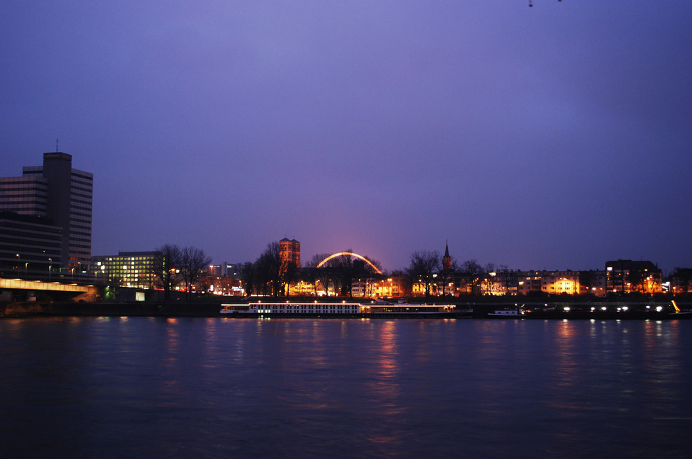 Rhein bei Nacht..