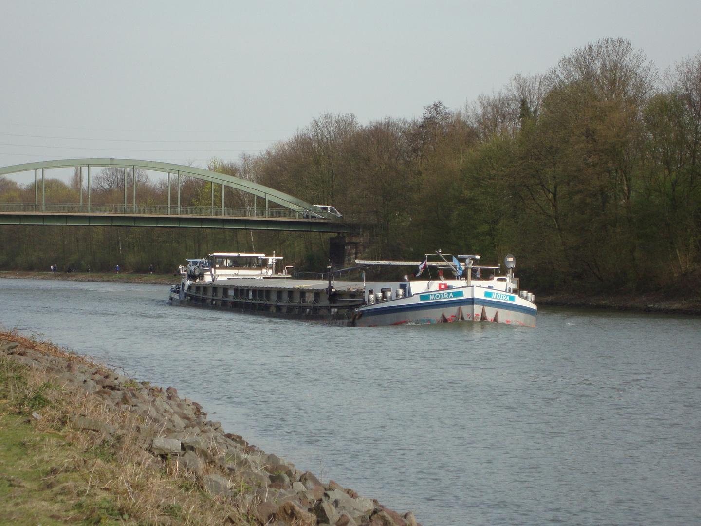 Rhein-Herne- Kanal im Betrieb:-))))
