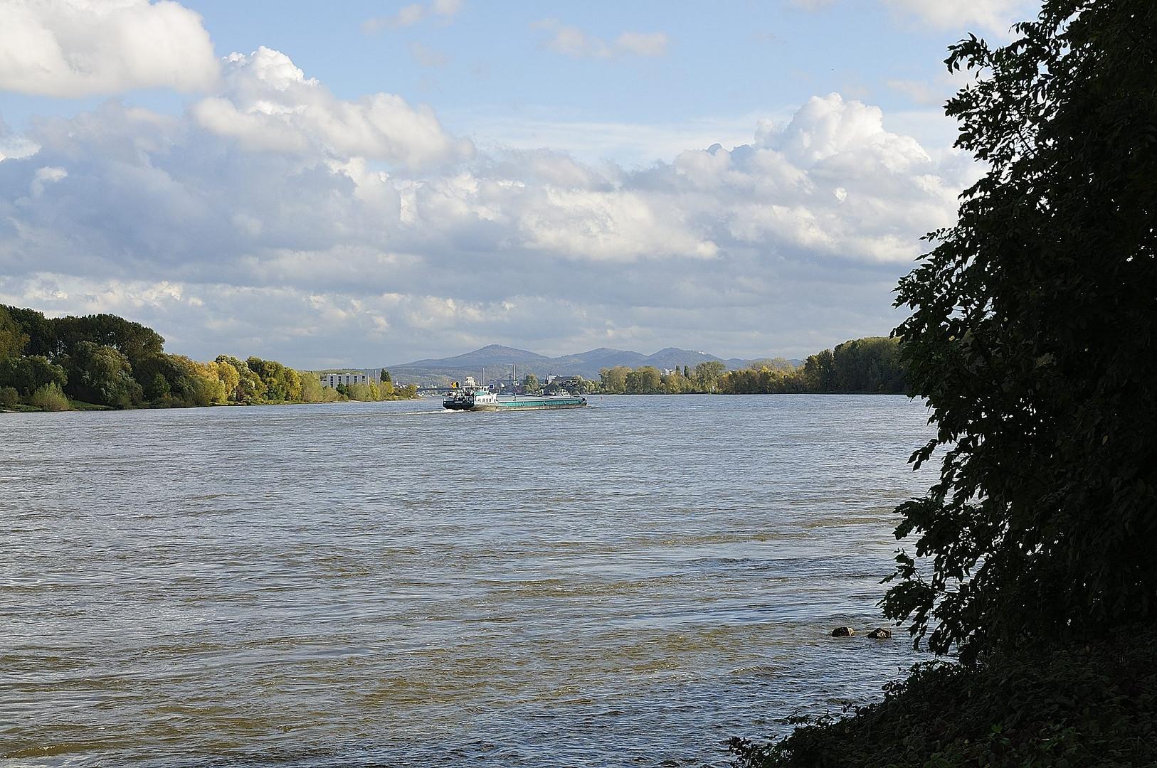 Rhein mit Siebengebirge