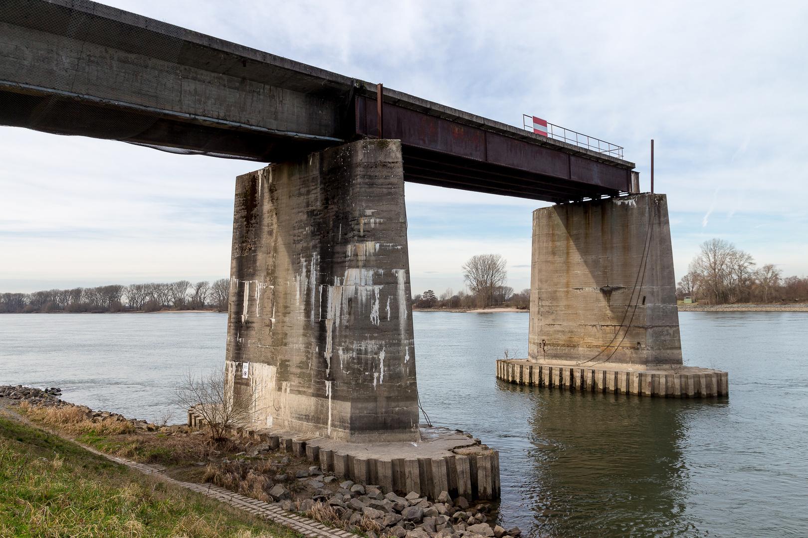 Rheinbrücke bei Gernsheim