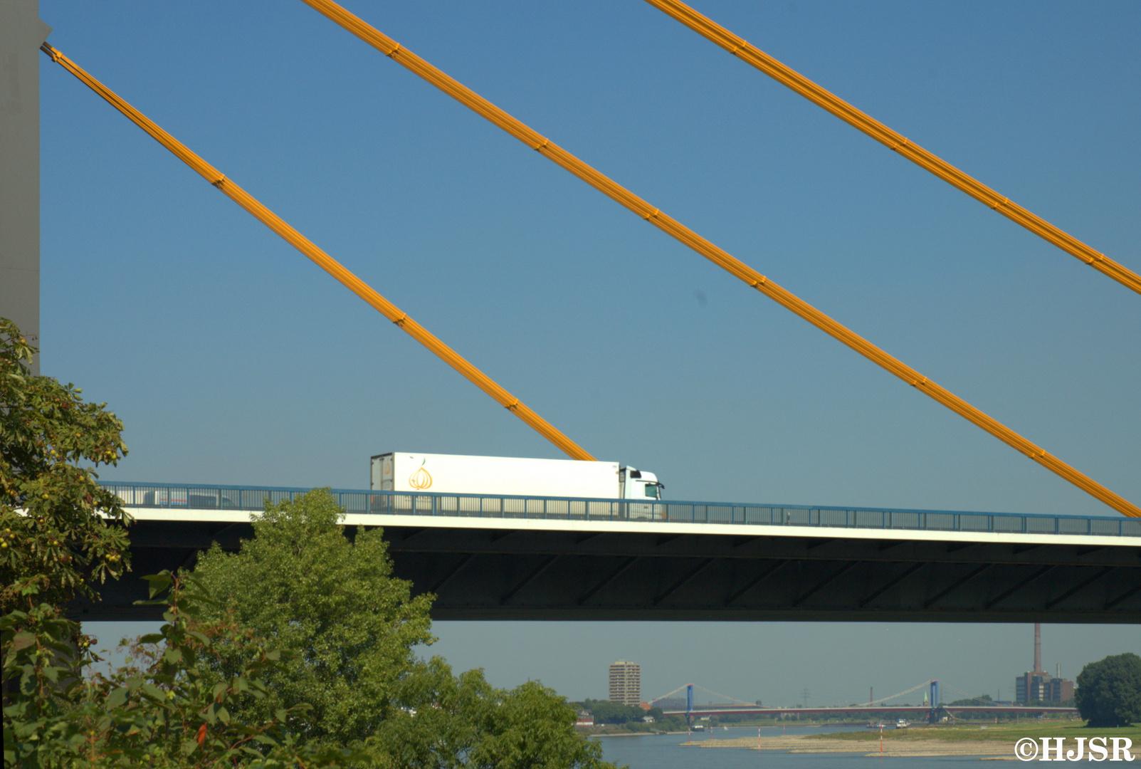 Rheinbrücke Duisburg Neuenkamp (A40)
