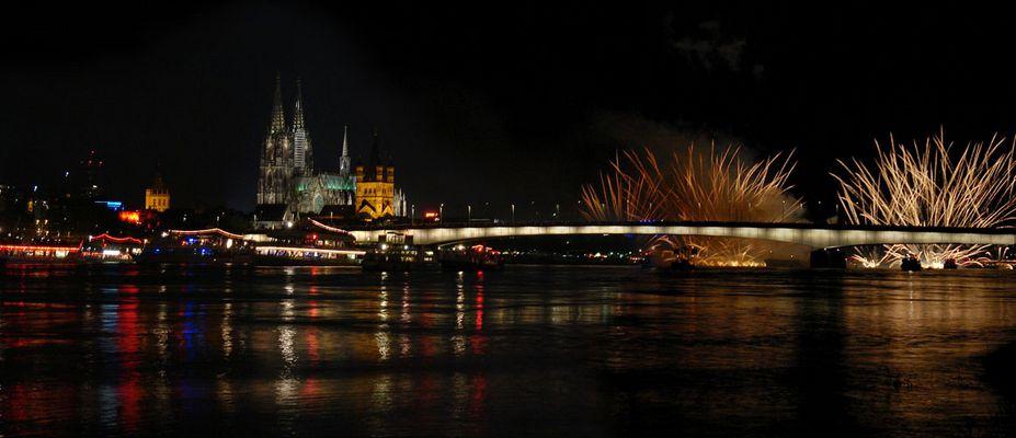 Rhein+Brücke in Flammen