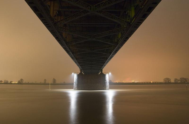 Rheinbrücke von unten!