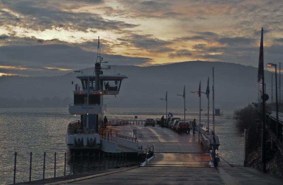 Rheinfähre nach Bingen