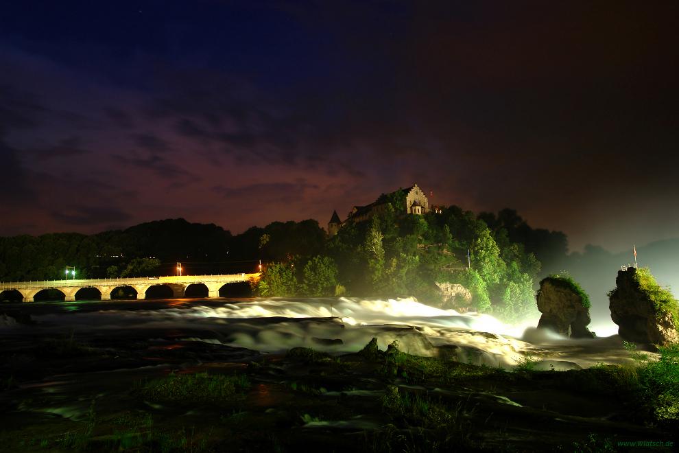 Rheinfall bei Gewitternacht