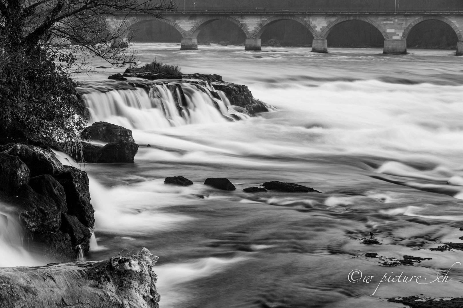Rheinfall mit Graufilter