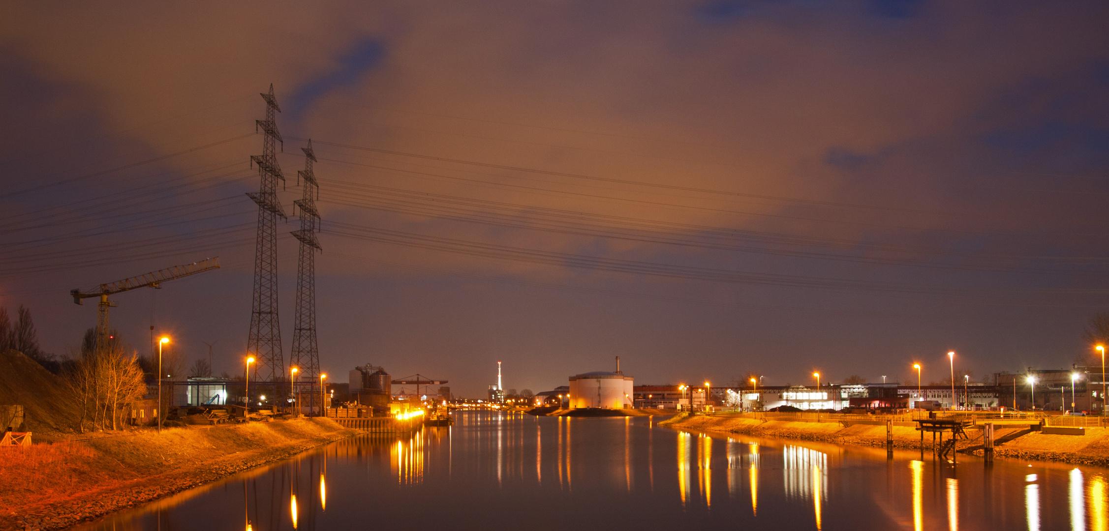 Rheinhafen Karlsruhe bei Nacht
