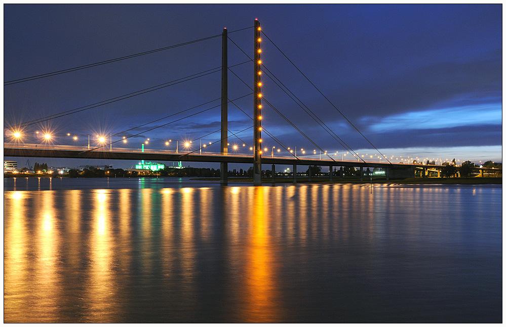 Rheinkniebrücke