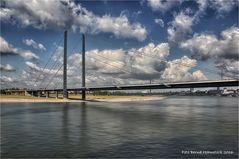 Rheinkniebrücke Düsseldorf ....
