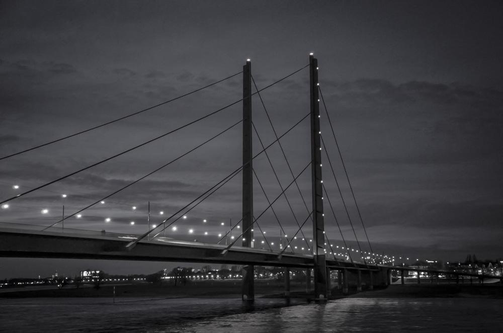 Rheinkniebrücke - Düsseldorf