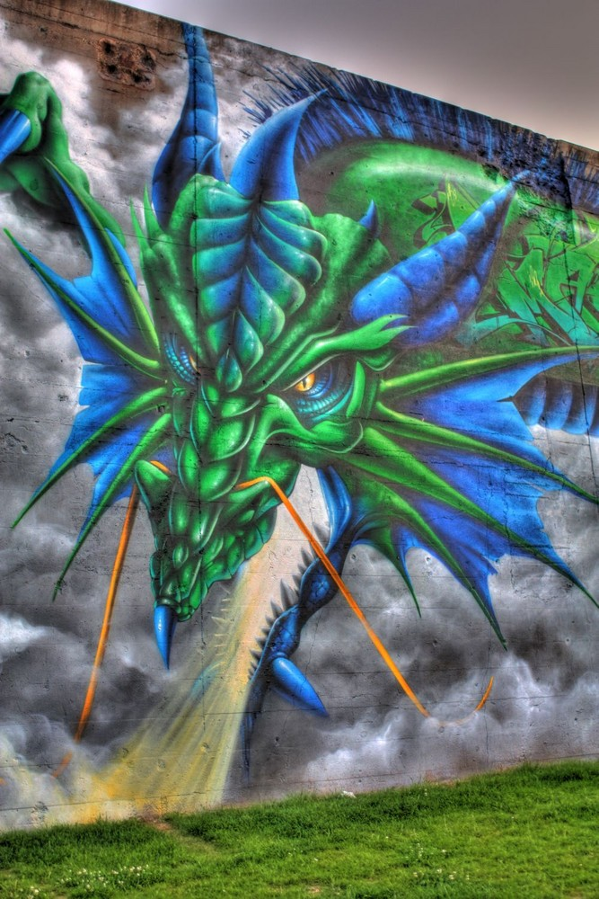 Rheinpark - HDR Drachengraffiti