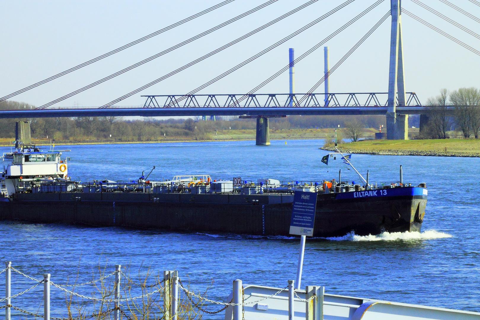 Rheinschifffahrt bei Wesel