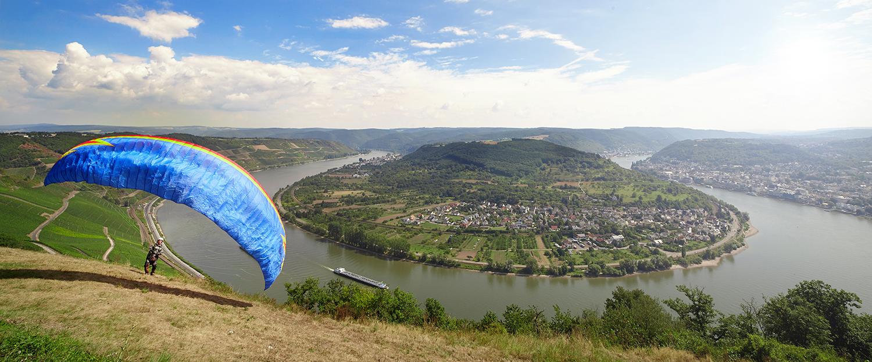 Rheinschleife mit Paraglider
