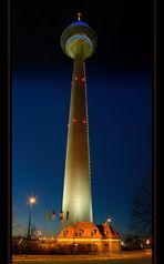 Rheinturm bei Nacht