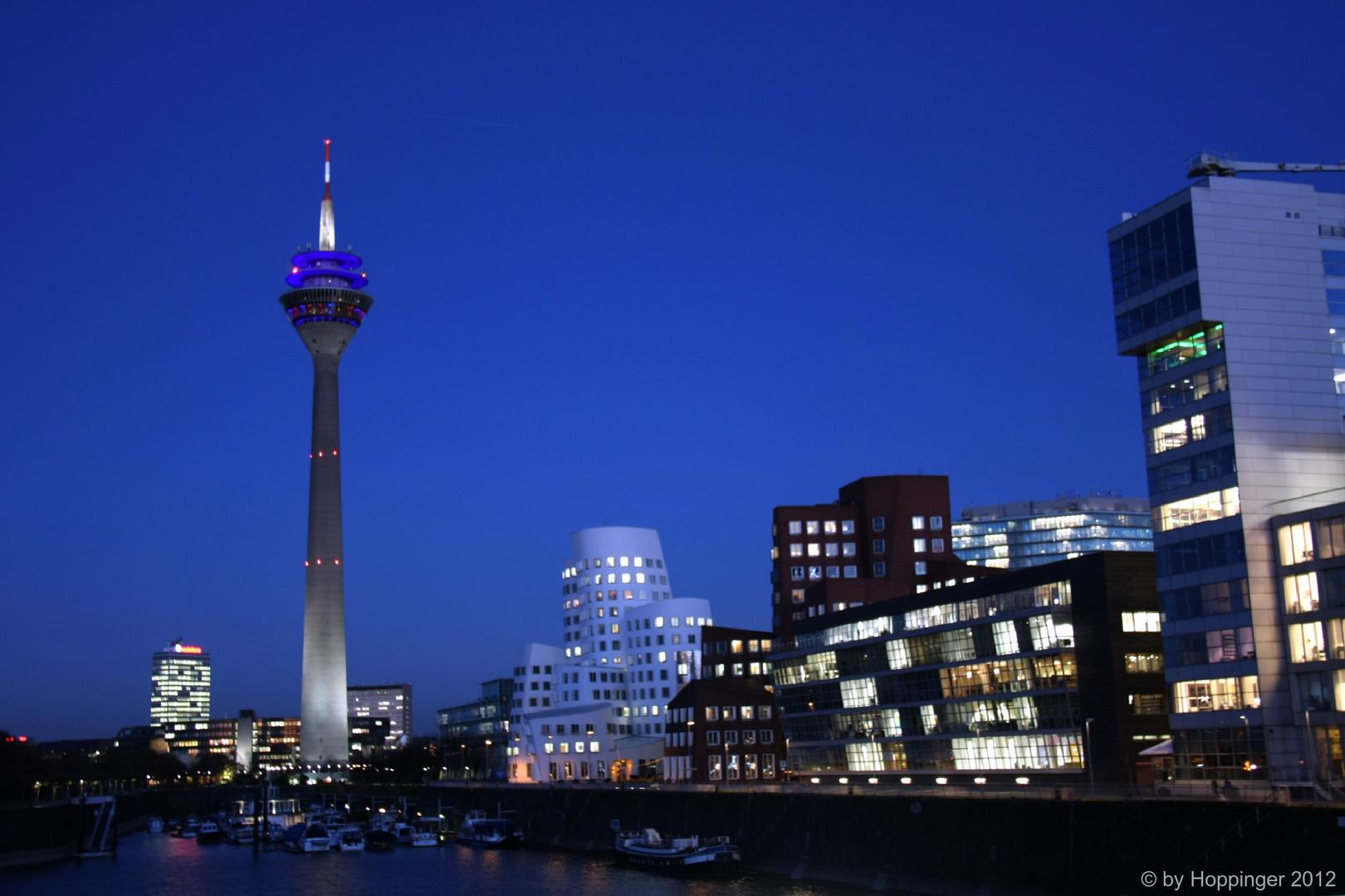 Rheinturm & Gehry