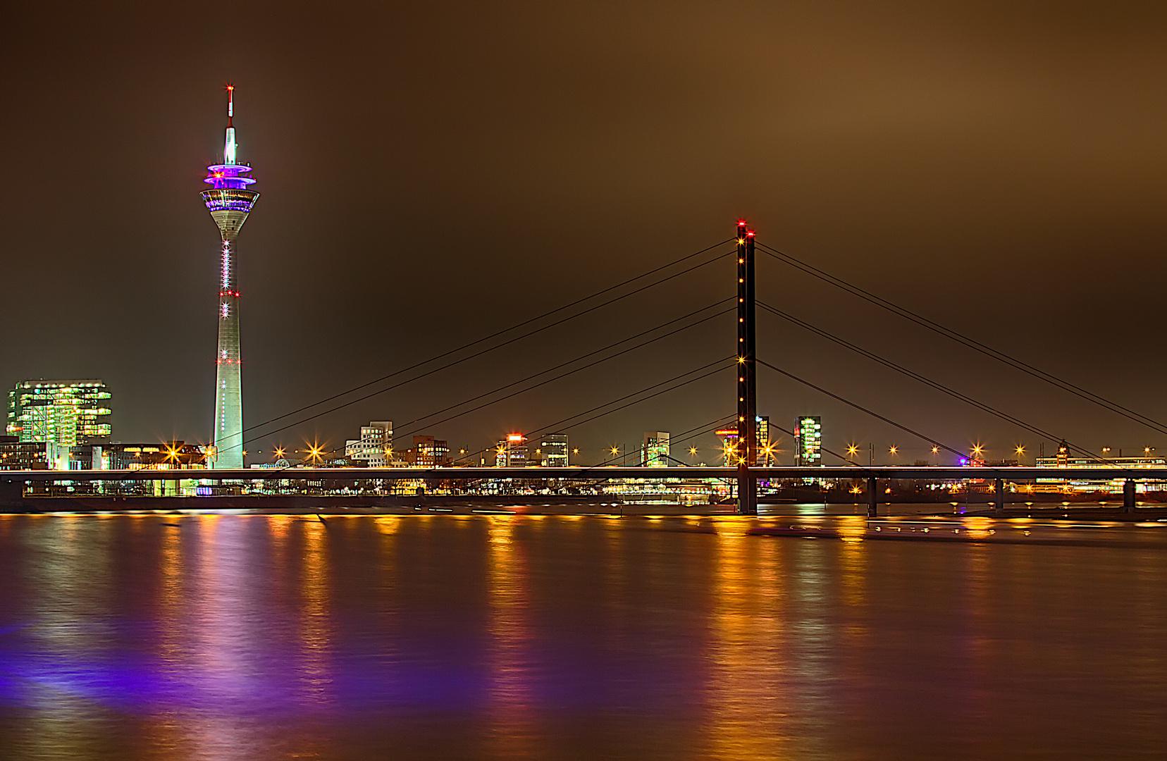 Rheinturm mit Rheinbrücke