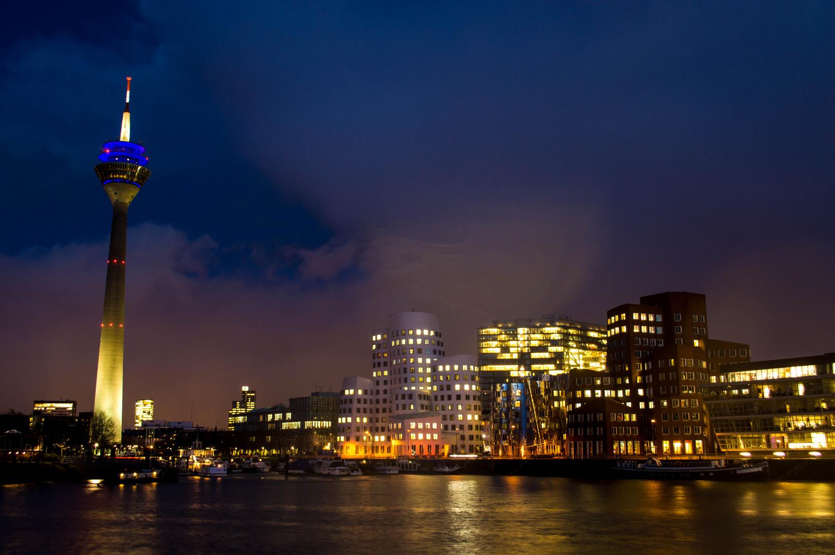 Rheinturm und Gehry Bauten