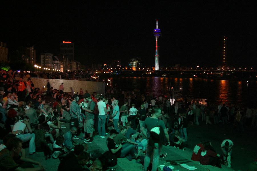Rheinufer am Abend