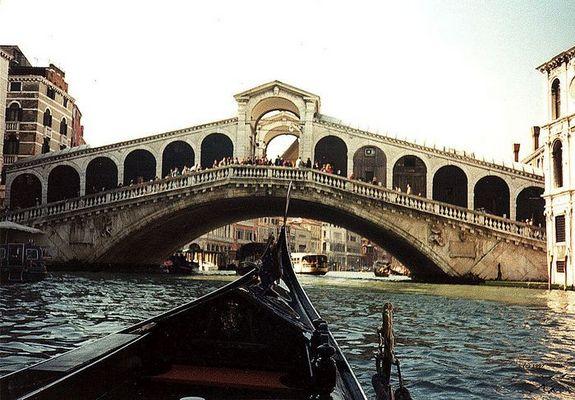 Rialto Brücke in Venedig