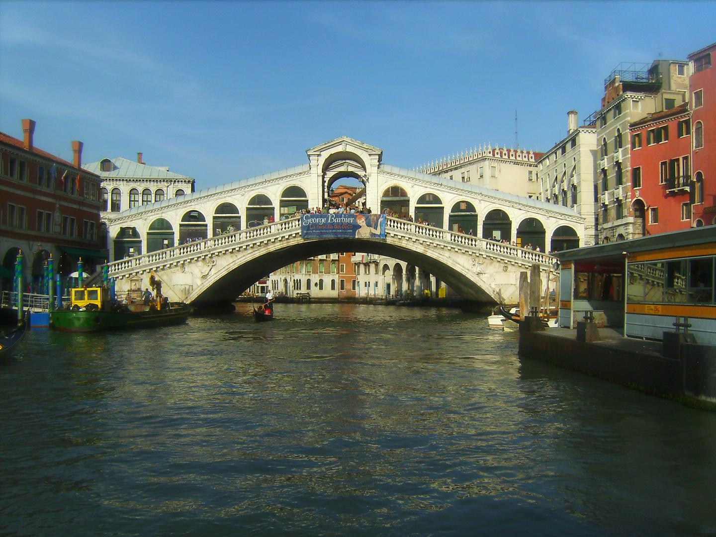 Rialtobrücke im Herbst
