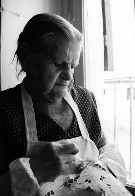 Ricamare a 93 anni