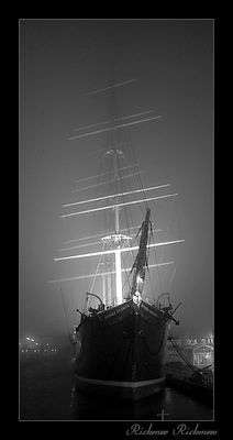 Rickmer Rickmers im Nebel