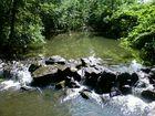 rien n'est plus calme que l'eau d'une rivière...