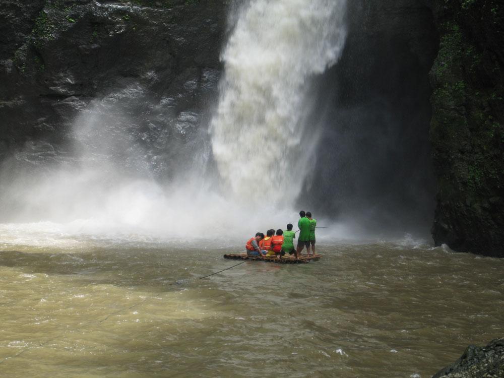 Riesengaudi am Pagsanjan- Wasserfall